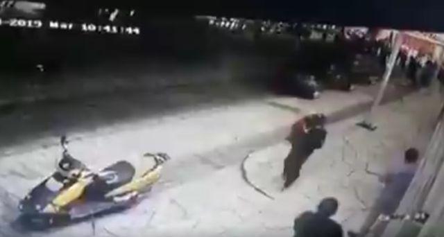 В Мексике мэра протащили по городу из-за плохих дорог