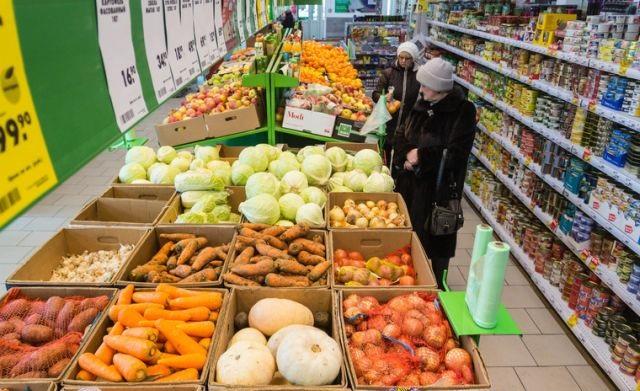 Блогеры сравнили цены на продукты в гипермаркетах Саратова и Киева