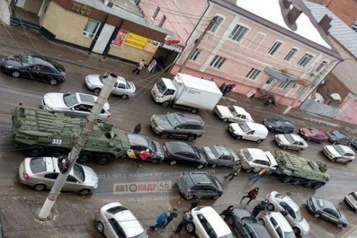 Жительница Курска засудила Минобороны за ДТП с БТР (5 фото + видео)