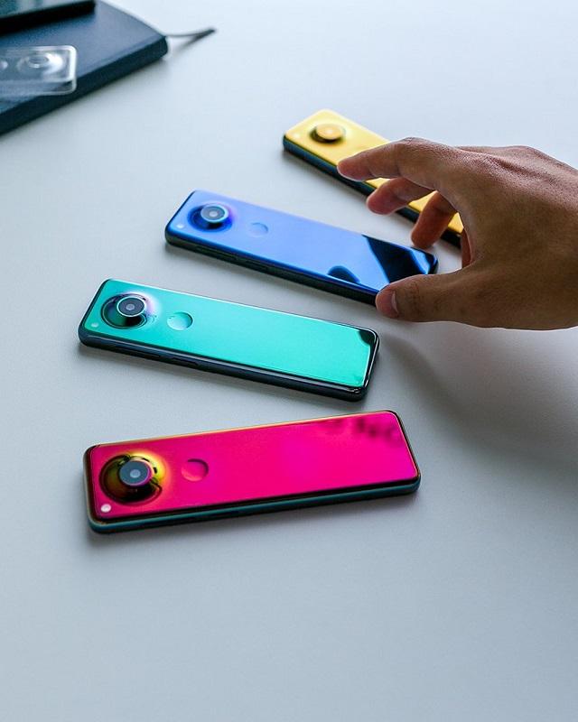 Создатель Android Энди Рубин показал смартфон, похожий на пульт от телевизора (4 фото + видео)