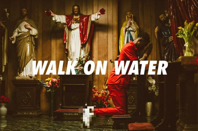 """Дизайнеры из США сделали """"кроссовки Иисуса"""" (6 фото)"""