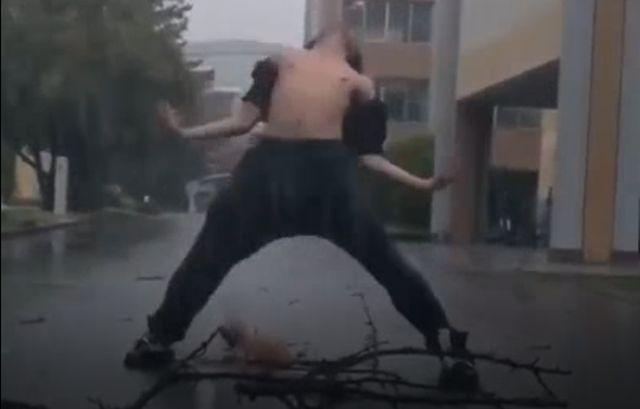 Японец использовал тайфун, чтобы снять эпичное видео