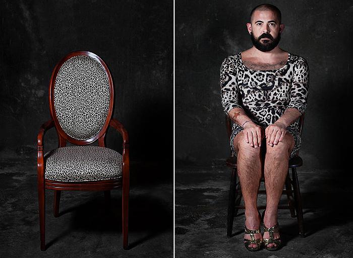 Фотограф представил стулья людьми (20 фото)