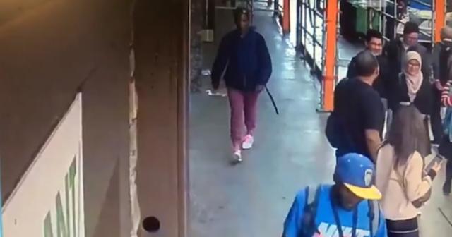 В Сан-Франциско мужчина украл картину Сальвадора Дали за полминуты