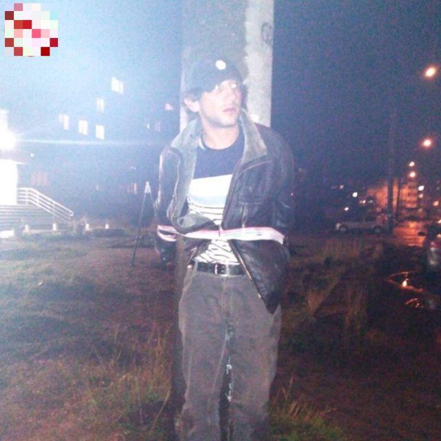 В Архангельске местные жители обвинили мужчину в педофилии и устроили над ним самосуд (3 фото + видео)