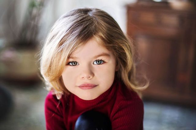 """Алина Якупова - девочка, которую называют """"самым красивым ребенком в мире"""" (15 фото)"""