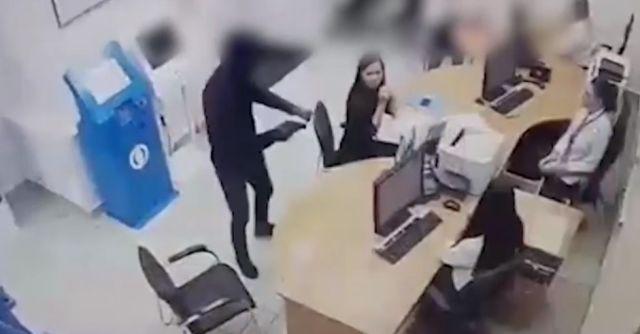 В Тюмени задержали грабителя, который вынес из банка 1,2 млн