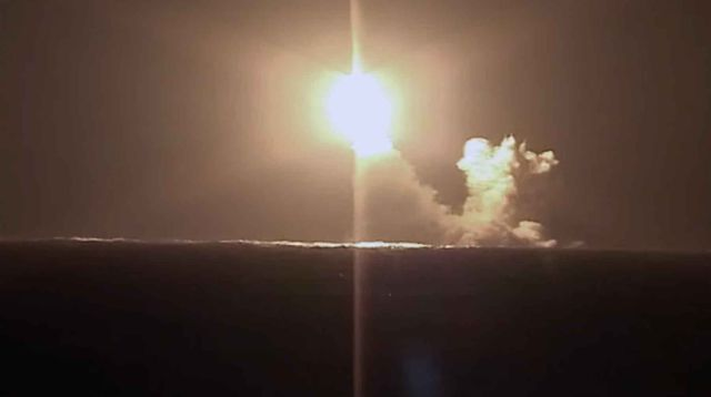 """Атомная подлодка """"Князь Владимир"""" провела первый запуск баллистической ракеты """"Булава"""""""