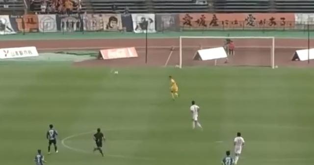 Команда из Японии за минуту забила два гола с центра поля