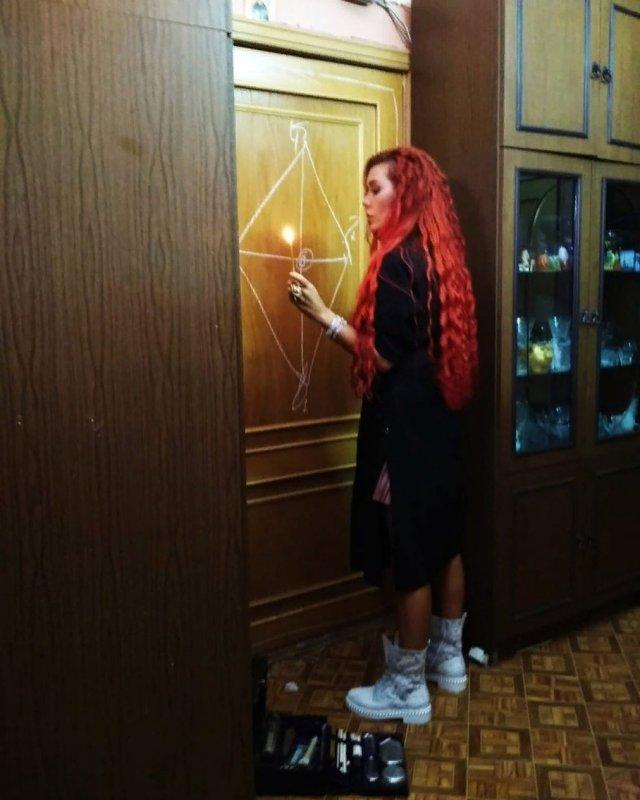 """Замучили """"демоны"""" секса? Экстрасенс Николь Кузнецова расскажет, как с ними бороться (18 фото)"""