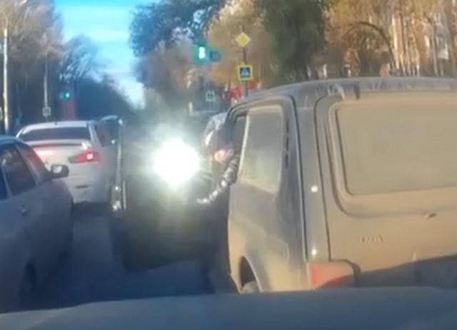Эта девушка дерзила на дороге, но ее реакция удивила всех…