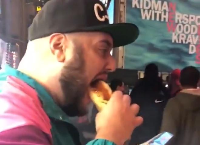 Он просто хотел съесть хот-дог, но фитнес-тренер оказался слишком близко