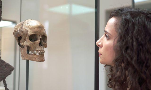 Британские ученые воссоздали лицо женщины-викинга, которая жила тысячу лет назад (2 фото)