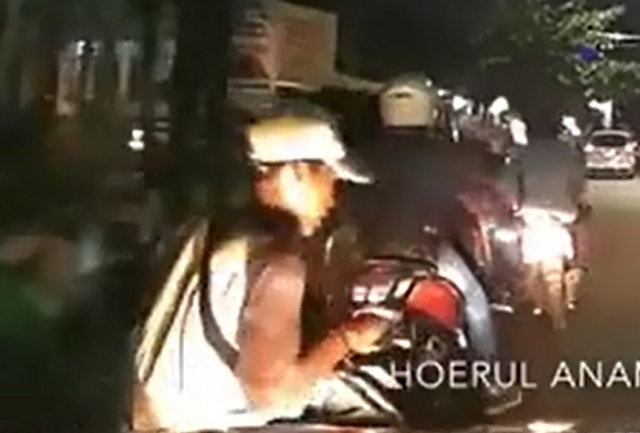 Что бы сделал нормальный водитель, если бы его подрезал мотоциклист?