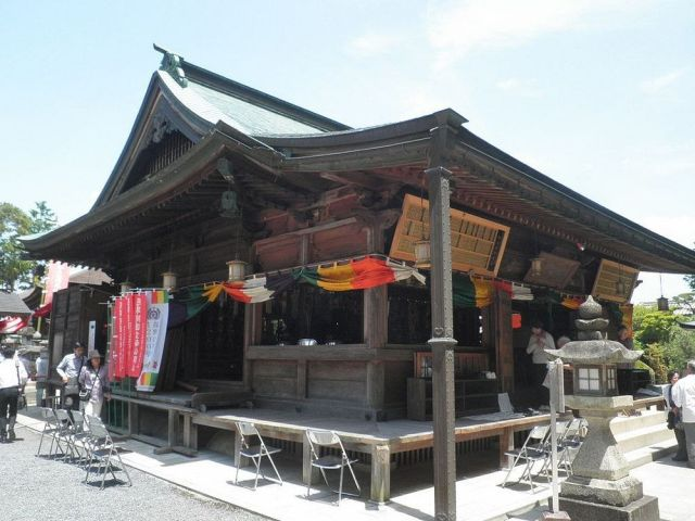 Дзисон-ин - японский храм, посвященный женскому бюсту (8 фото)
