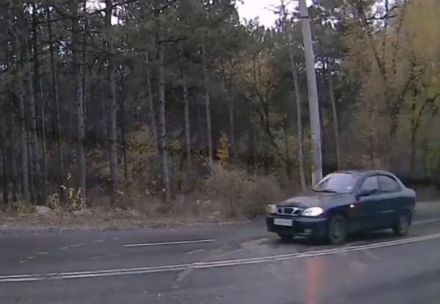 Водитель просто хотел повернуть налево, а дальше понеслась