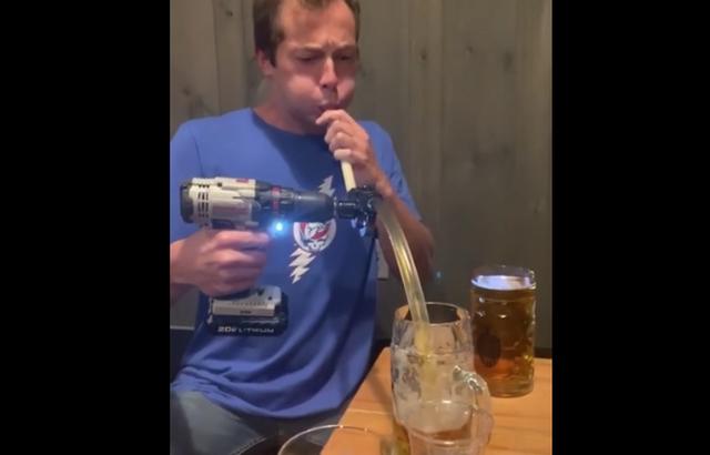 Инженерный лайфках: как быстро выпить стакан пива