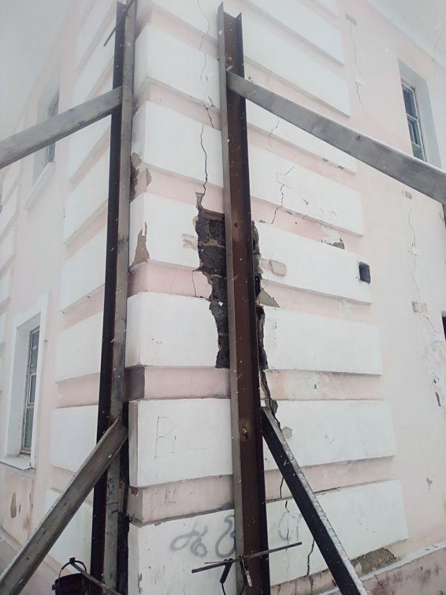 В городе Сухой Лог знают, как поступать с аварийными домами (3 фото + видео)