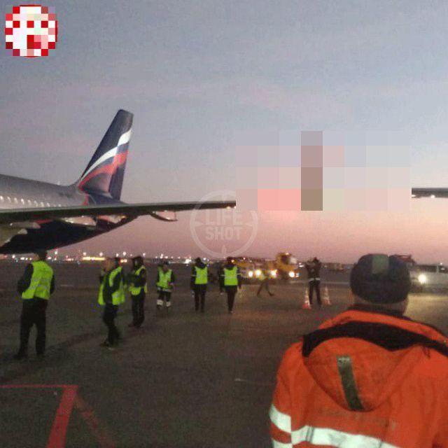 В Шереметьево два самолета не поделили дорогу (3 фото)