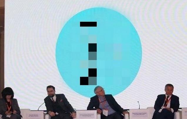 Пользователи продолжают придумывать мемы про логотип Петербурга за 7 миллионов (11 фото)