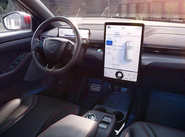 Конкурент Tesla: Ford анонсировал электрокар Mustang Mach-E (6 фото)