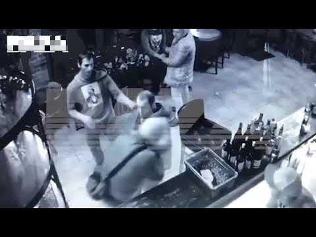 Офицера ФСБ избили возле московского бара