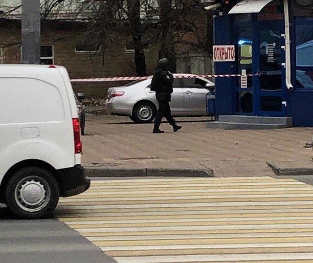 В Ростове-на-Дону следователь взял свою жену в заложники (2 фото + видео)