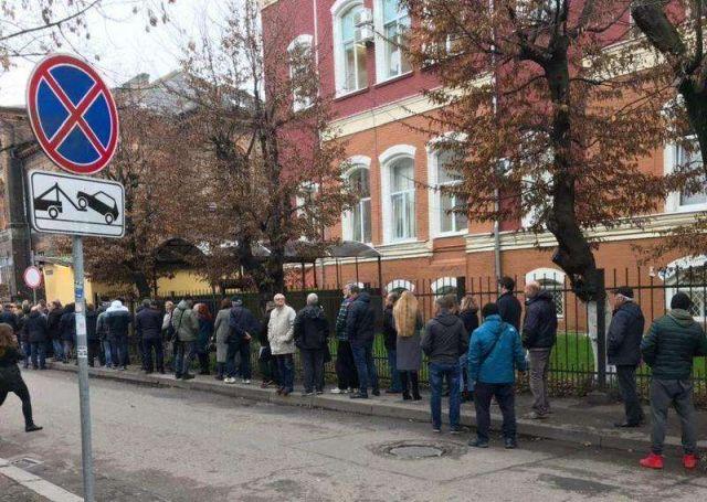 В российские наркодиспансеры выстраиваются огромные очереди (5 фото + видео)