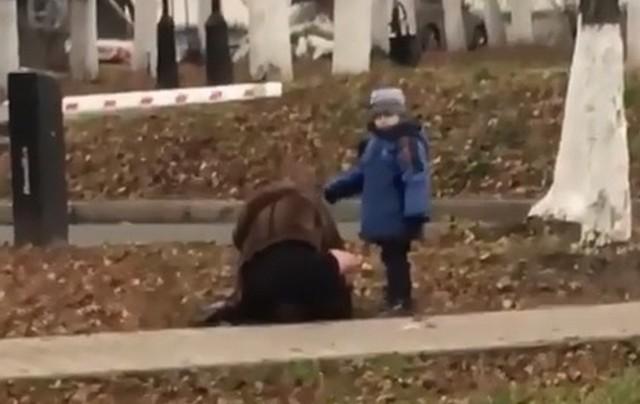 Во Владимире пьяная мать с ребенком возмутила жителей