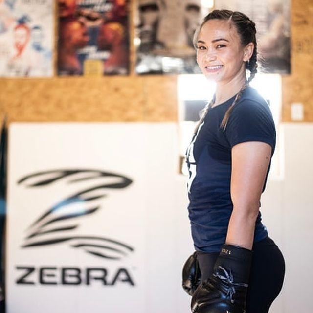 Составлен рейтинг самых привлекательных девушек-бойцов MMA (15 фото)