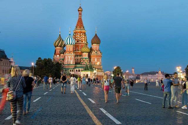 ФОМ: россияне выбрали более подходящий символ России
