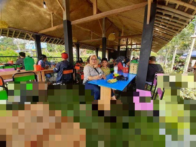 Ресторан-аквариум в Индонезии (6 фото)