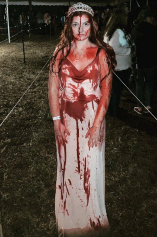 Девушку, попавшую в аварию в Хэллоуин, посчитали мертвой из-за костюма (6 фото)