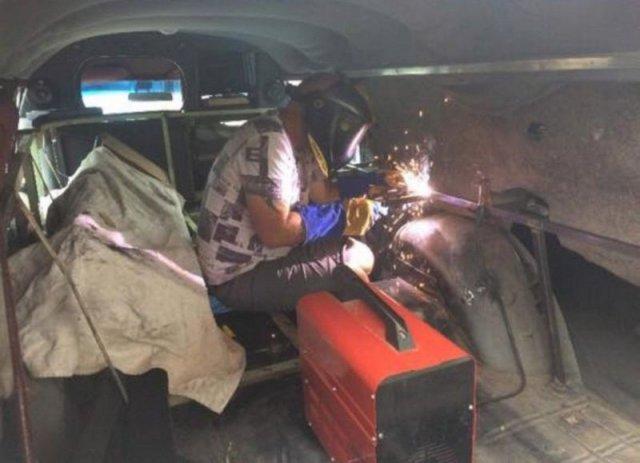 Британец переделал катафалк в автомобиль охотников за привидениями (6 фото)