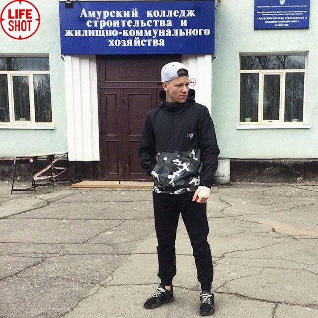 В Благовещенске студент Данил Засорин открыл огонь по однокурскникам и застрелился (5 фото + 3 видео)