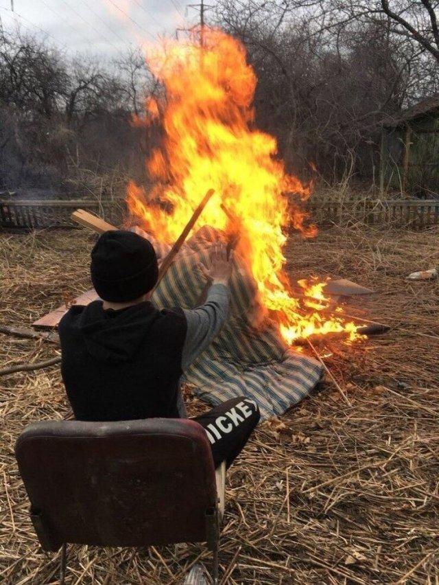 Ребята устроили «огненную вечеринку» (4 фото)