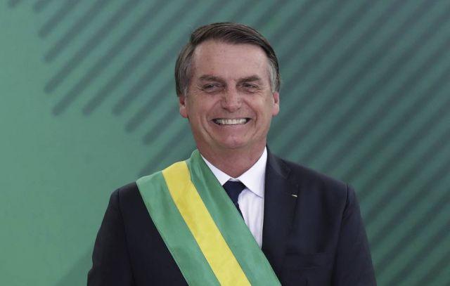 Президент Бразилии Жаир Болсонару считает, что в пожарах в лесах Амазонии виноват Леонардо Ди Каприо (2 фото)