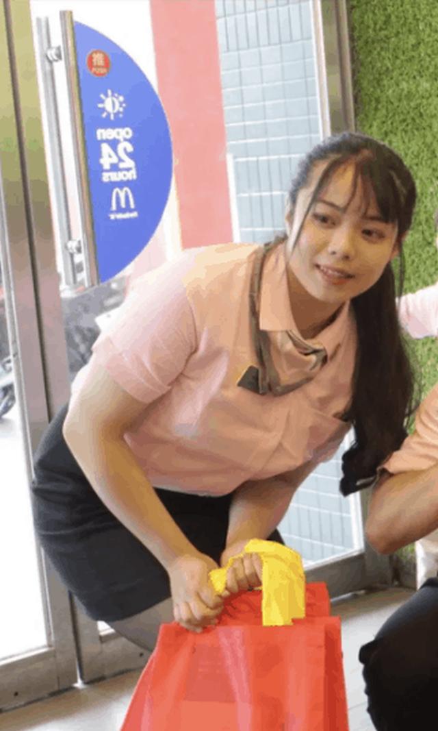Девушка три месяца питалась в McDonald's и похудела на 15 килограмм (5 фото)