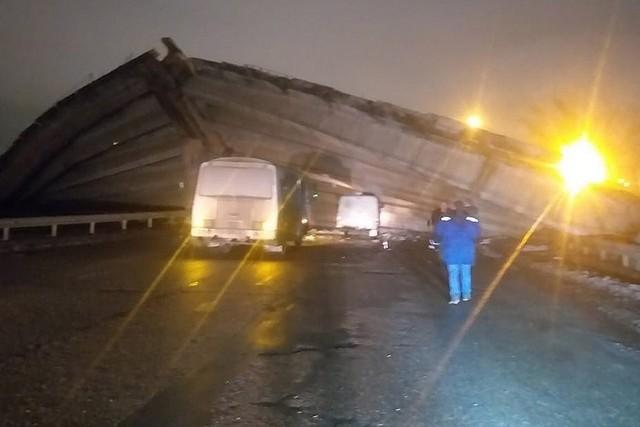 Видео с крушением автомобильного моста в Оренбурге. Водитель явно родился в рубашке