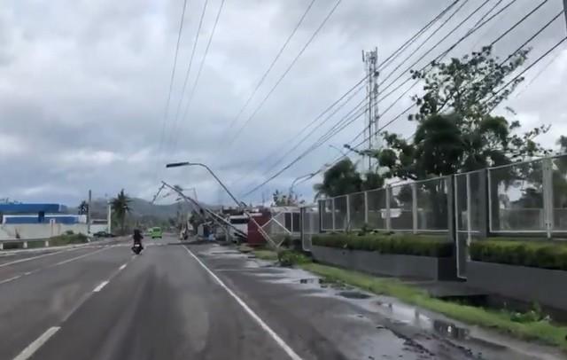 Ущерб от бушующего тайфуна на Филиппинах оценили в 16 млн. долларов (3 видео)