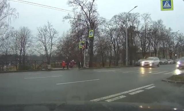 В Петербурге девушка провела тест-драйв Audi. Мы бы назвали это краш-тестом (2 видео)