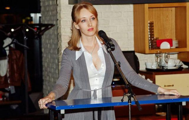 Депутат от КПРФ Екатерина Енгалычева считает, что из-за чипирования животных случится конец света