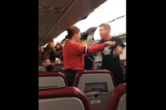 Алексей Панин набросился на девушку в салоне самолета