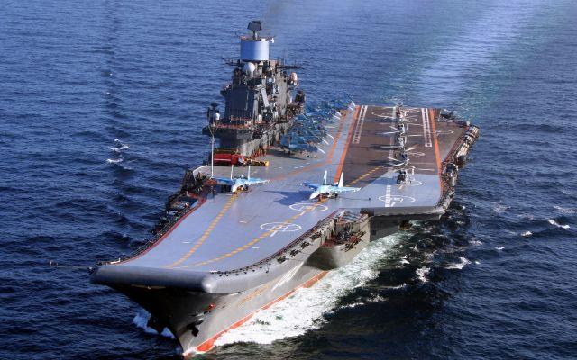 """На авианосце """"Адмирал Кузнецов"""" случился пожар (2 видео)"""