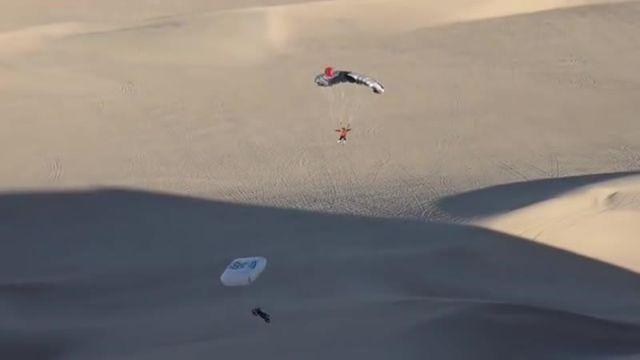 Адреналиновый трюк мотоциклиста в пустыне