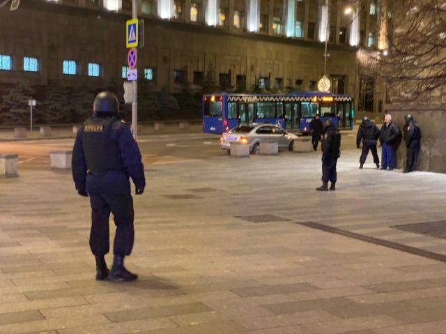 В Москве у здания ФСБ произошла стрельба: есть пострадавшие (7 фото + 3 видео)