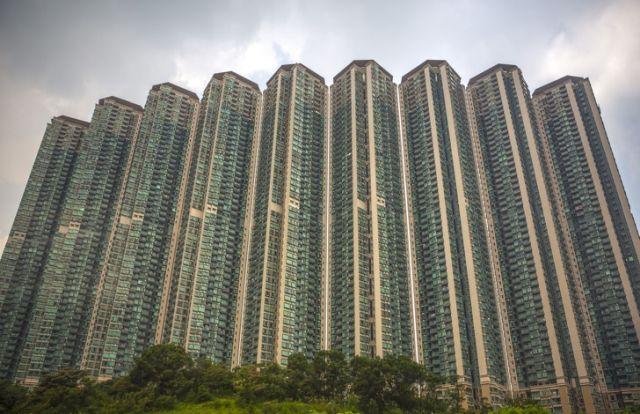 Как живут люди в гонконгских домах-муравейниках