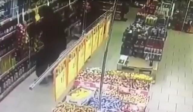 Двое мужчин выпили и разгромили магазин в центре Петербурга