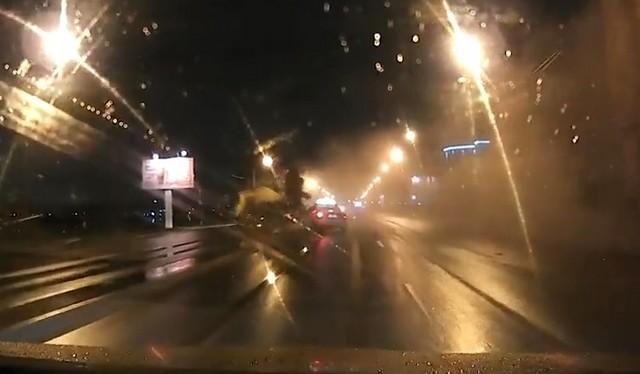 Бетономешалка вылетела в петербургскую Неву