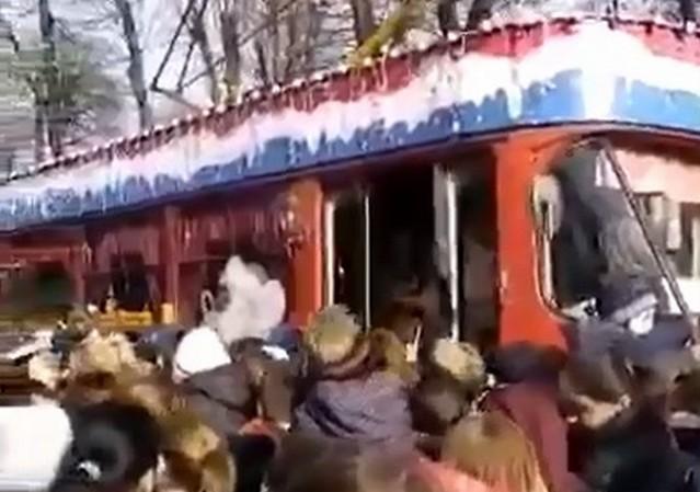 Жители Владикавказа устроили давку из-за бесплатной раздачи мандаринов